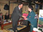 代表幹事の宮田さんから花束贈呈